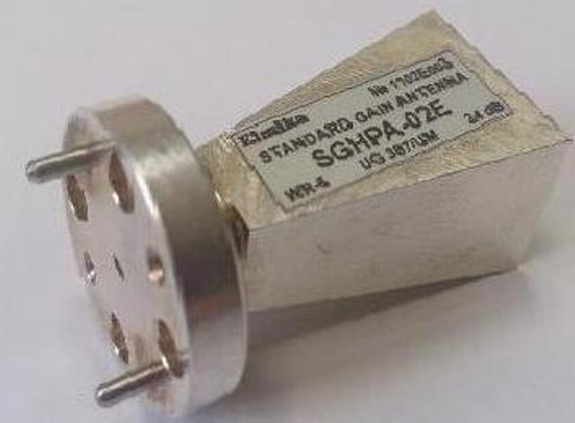 Антенна рупорная прямоугольная RHA-025E диапазон частот 90 - 140 ГГц